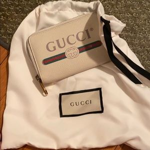 White Gucci Leather Wallet